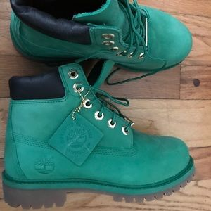 NWT Timberlands waterproof green boots youth 4